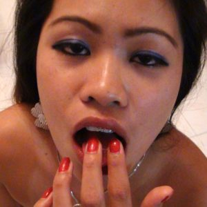 A Pinay bargirls trike ride ends with cum in her mouth