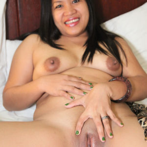 Asian MILF spreading snatch