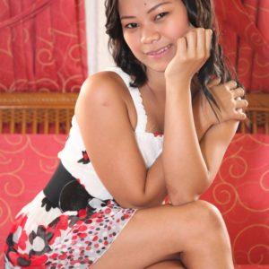 Sexy Filipina Teen Sissi poses for camera
