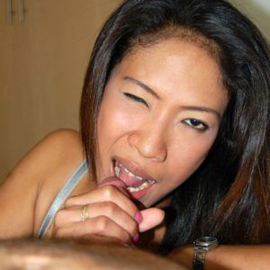 Hot Pinay Girl winks