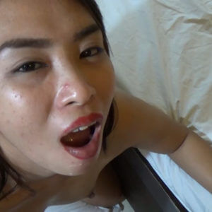 Filipina swallows big load of jizz