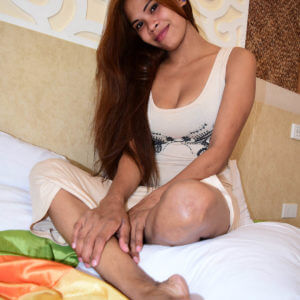 Pretty Pinay in hotel bed