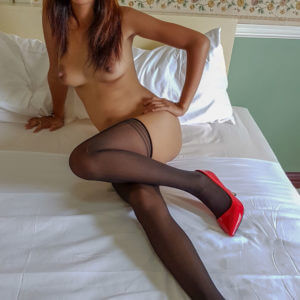 Asian Pantyhose on girl in red heels